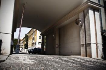 Espaço atrás da cancela é público mas quem não mora ali não pode passar