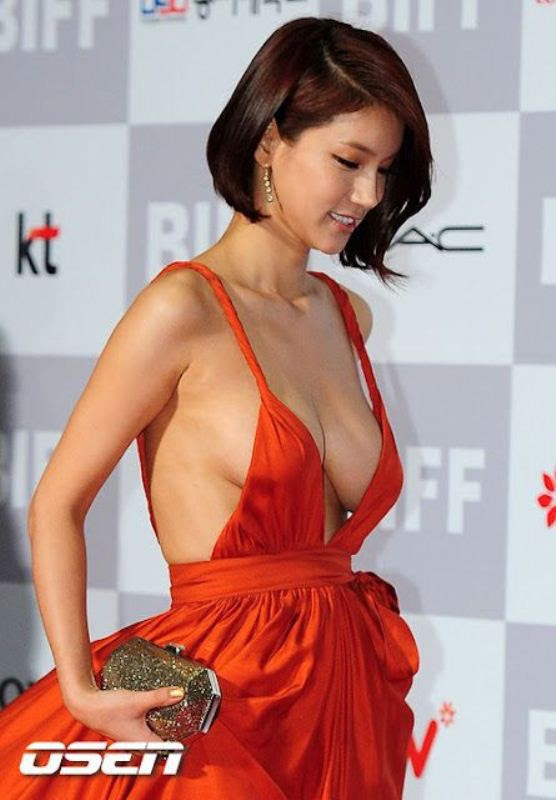 Корейская популярная 25-летняя актриса с позитивным именем Oh In Hye. Под катом подборка фоток, где в этом примечательном платье демонстрирует свой талант два таланта. корейянки, красивые, фото