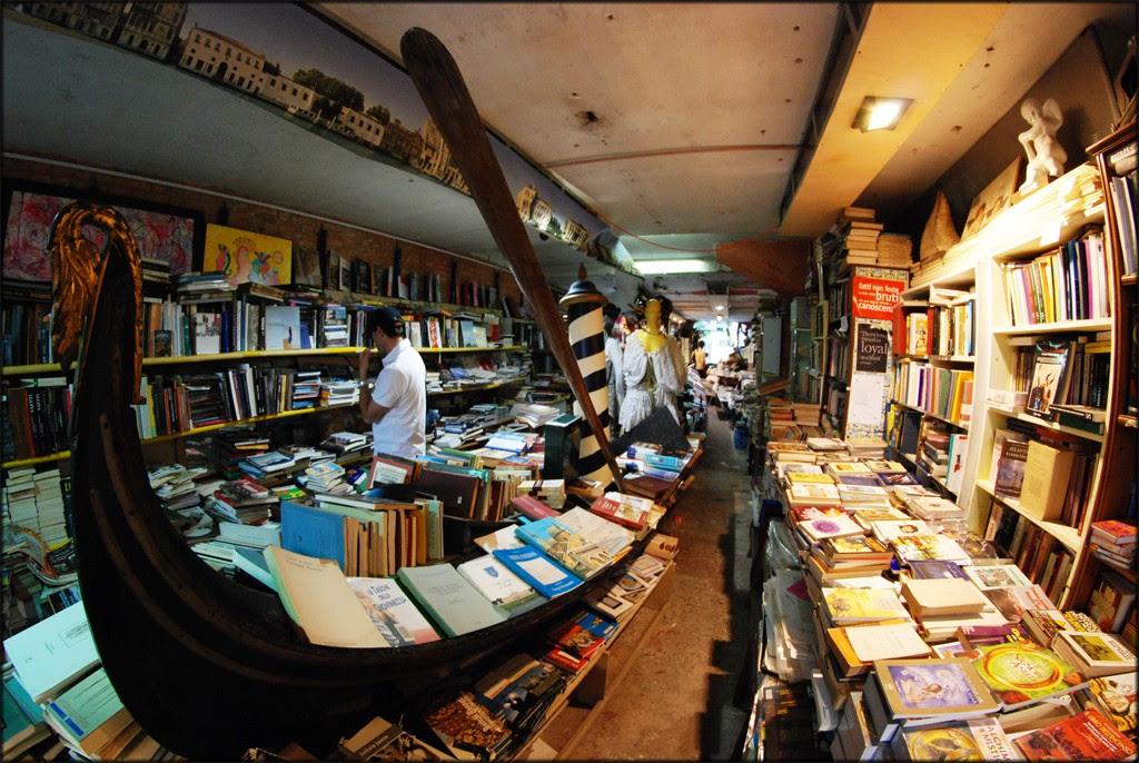 Librería Acqua Alta - Veneza, Itália (Foto: Reprodução)