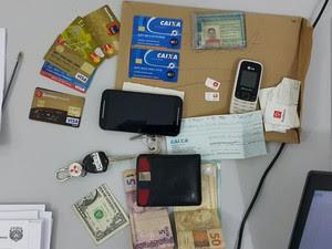 Carteiras de identidades, CRVL, cartões de banco e documentos falsos apreendidos pela polícia (Foto: Chybunga/SSPMA)