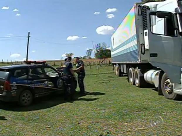 Caminhão encontrado em Salto transportava carga de frios (Foto: Reprodução/TV Tem)