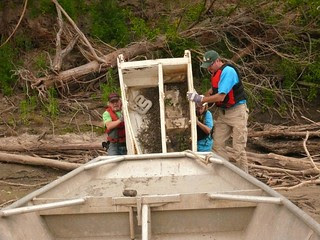 How to load a refrigerator in a boat