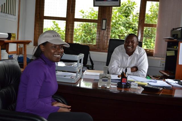 Lady akiwa kweye ofisi ya Mhifadhi mkuu wa KINAPA