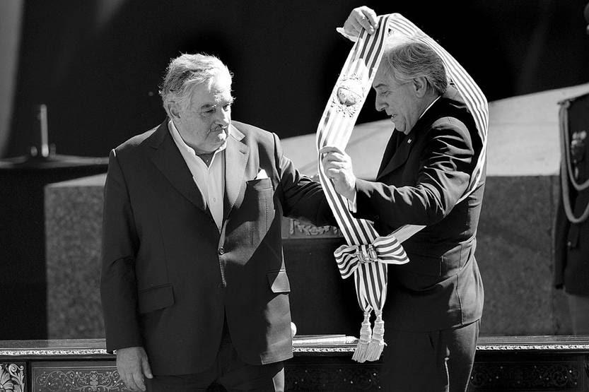 José Mujica y Tabaré Vázquez, el 1º de marzo de 2010, en la plaza Independencia. Foto: Pablo Nogueira