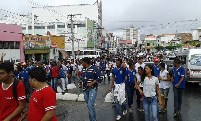 Estudantes do CEEP protestaram nas ruas de Jequié