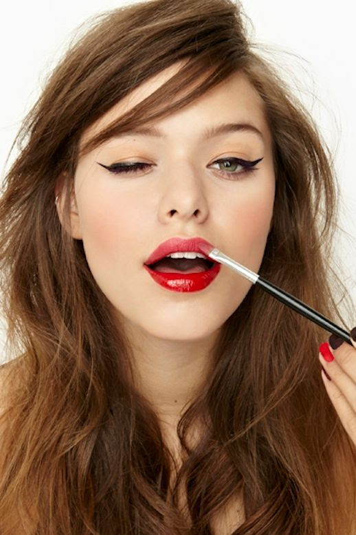 LE FASHION BLOG BEAUTY CRUSH TWO TONE LIPS CAT EYELINER CAT EYES NASTY GAL LESSONS FROM THE PROS STACEY NISHIMOTO MAKE UP ARTIST SIDE SWEPT HAIR PARTY BEAUTY INSPIRATION NARS PURE MATTE LIPSTICK IN CARTHAGE MATTE AND GLOSSY MIX 1 photo LEFASHIONBLOGBEAUTYCRUSHTWOTONELIPSCATEYELINER1.jpg