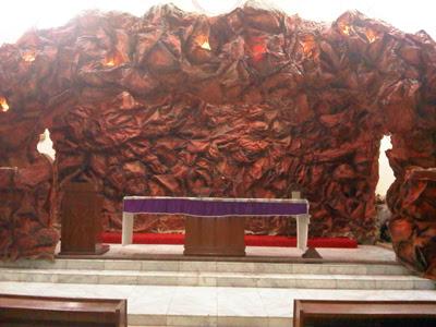 dekorasi: dekorasi altar gereja untuk natal