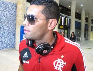 Andre Santos desembarque Flamengo (Foto: Richard Souza)