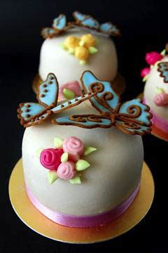 Adorable Mini Wedding Cakes