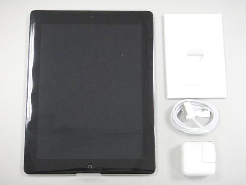iPad、充電器、USB傳輸線跟配件盒