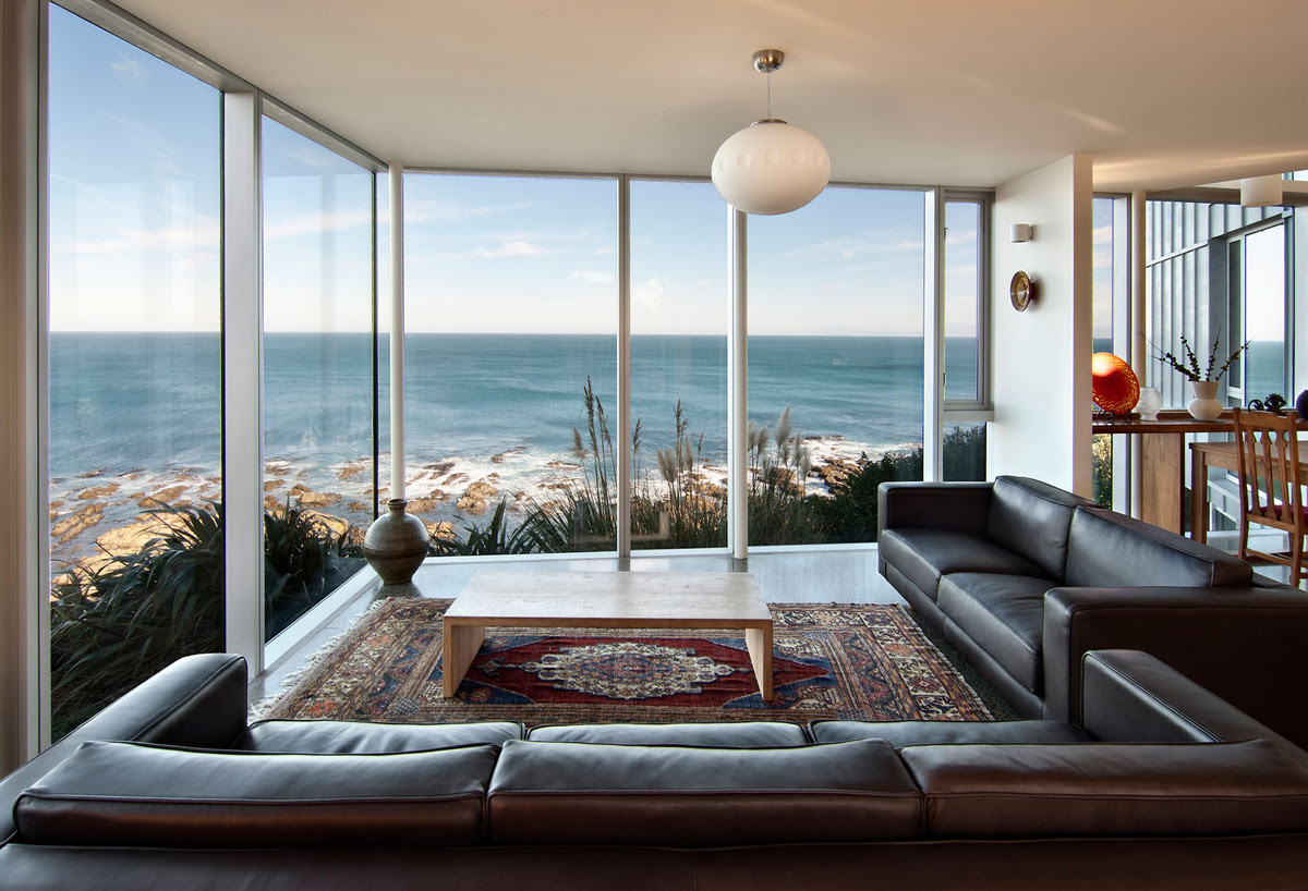 Clifftop Home with Spectacular Views in Wellington, New Zealand