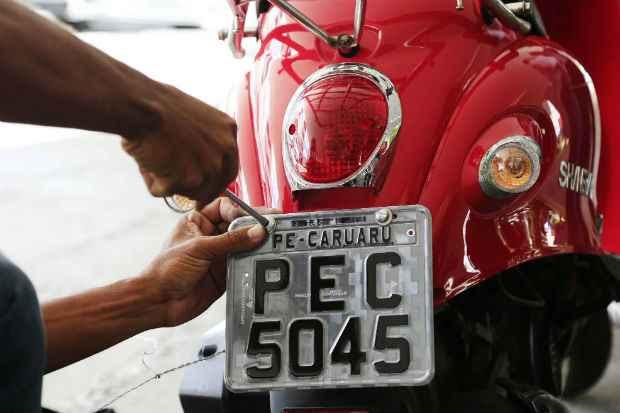 Condutores das cinquentinhas só podem circular com a CNH na categoria A, além do CRLV.  (Rafael Lima/PMC)