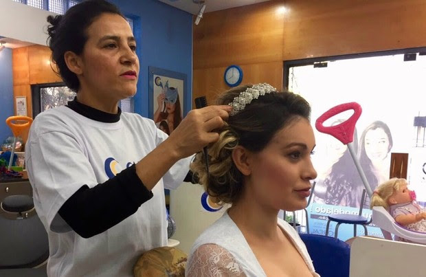 Andressa Urach é penteada para o casamento (Foto: Arquivo pessoal)
