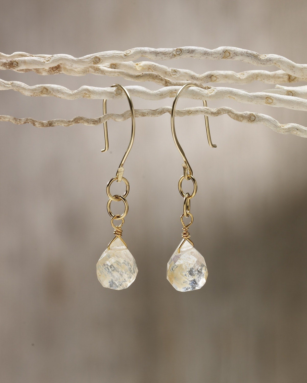 Gold and lemon quartz drop earring