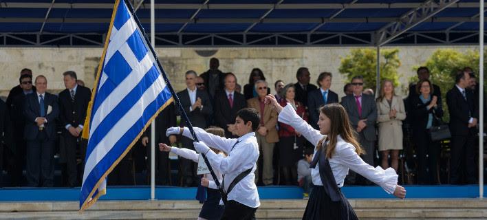 Καταργούν και με τη βούλα την αριστεία -Με κλήρωση οι σημαιοφόροι στα δημοτικά σχολεία