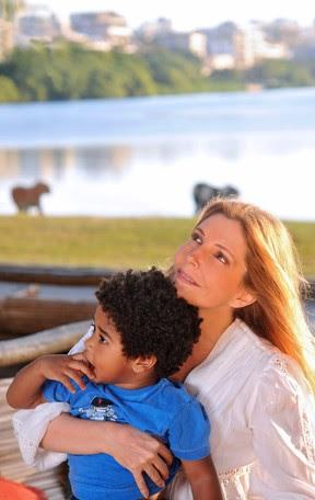 Maria Padilha e o filho Manuel, de 2 anos (Foto: Luiza Dantas / Divulgação)