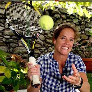 La tenista internacional pontevedresa Lourdes Domínguez amadrina la ACD Tenis As Baladas y será nombrada socia de honor durante el I Torneo de Invierno Amateur en Barro.