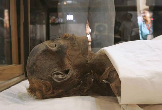 La momia de Hatshepsut, encontrada en el Valle de los Reyes, fue presentada al público en junio de 2007, después de un largo periodo de incertidumbre acerca de su correcta identificación.