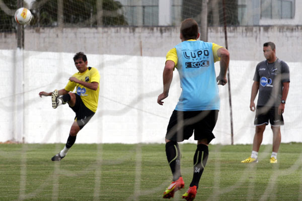 O meio-campo Júnior Xuxa vai ter sua primeira oportunidade de ser titular no time do ABC