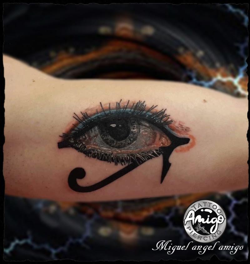 Tatuaje De Ojo De Horus Recién Hecho