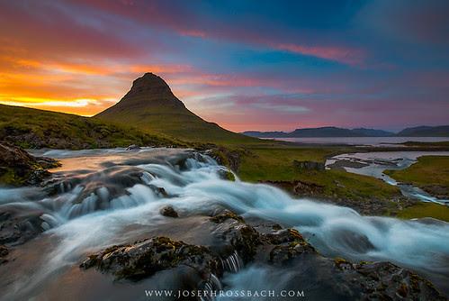 Kirkjufell Midnight Sunset por Joseph Rossbach(www.josephrossbach.com)