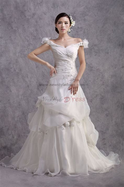 Latest Fashion Off the Shoulder Lace Up Chapel Train