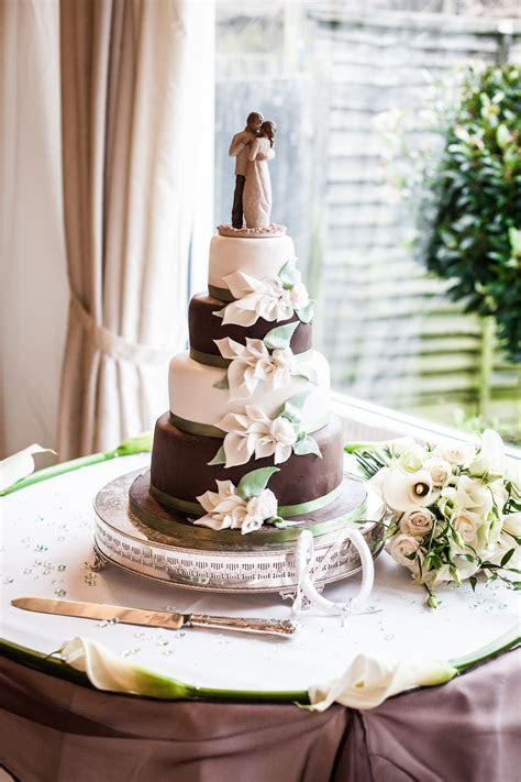 Chocolate Brown & Ivory & sage green cake, Calla Lilly