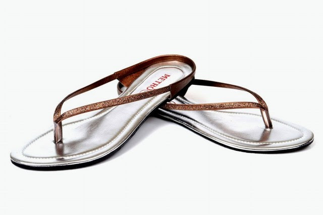 Girls-Womens-Beautiful-Casual-Eid-Flat-Footwear-Collection-2013-by-Metro-Shoes-3