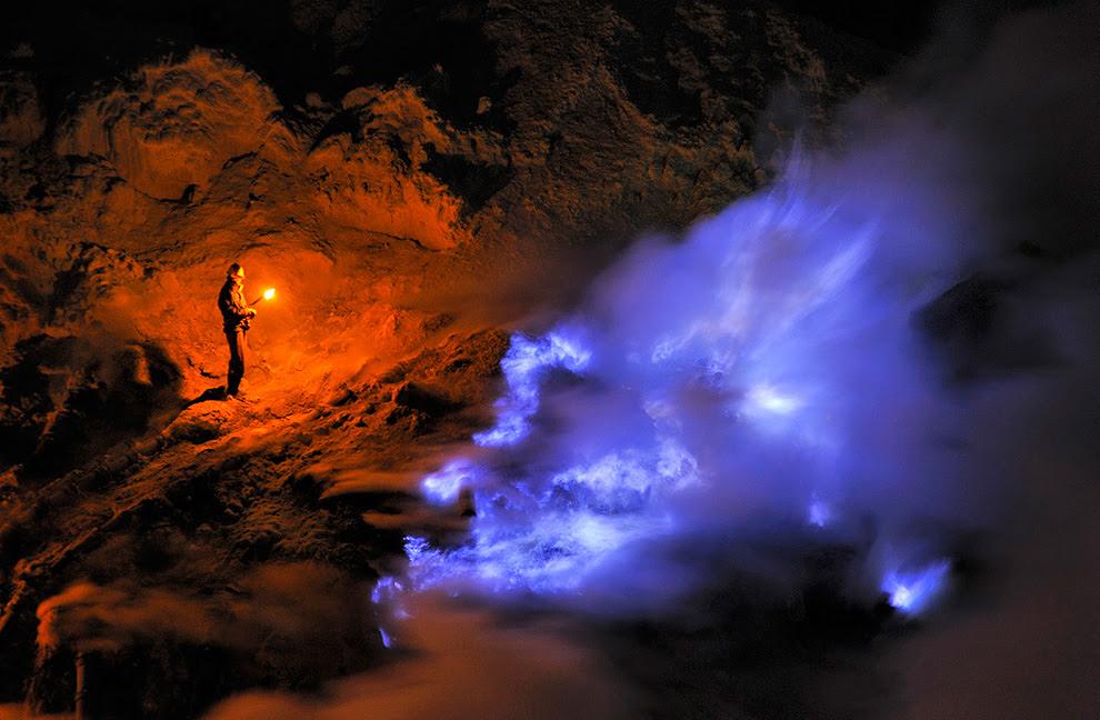 Kawah Ijen ορυχείο με μπλε λάβα
