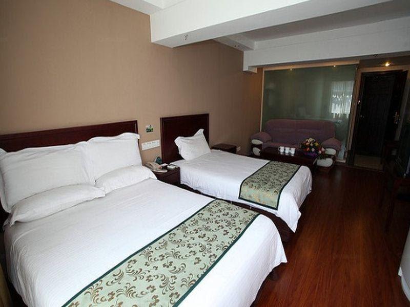 Price GreenTree  Sichuan Chengdu Airport Road Express Hotel