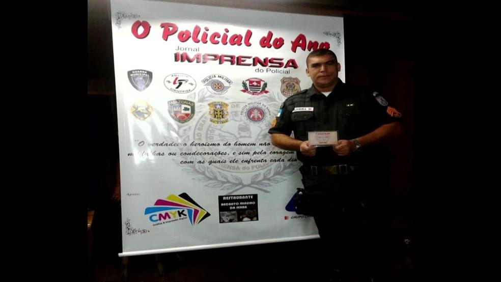 Sargento PM Oliveira, tido como duro no combate ao crime: para o tráfico, era o Sobrancelhudo, que recebia propina de R$ 1 mil semanais (Foto: Reprodução/TV Globo)