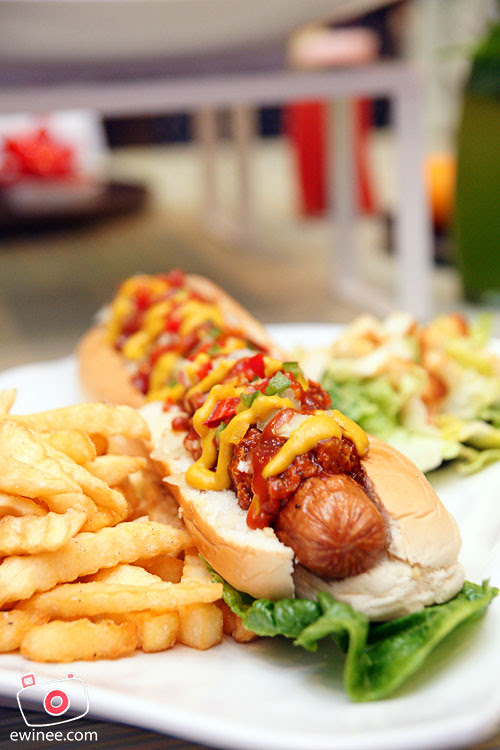CHILLEX-CAFE-PUCHONG-footlong-sausage