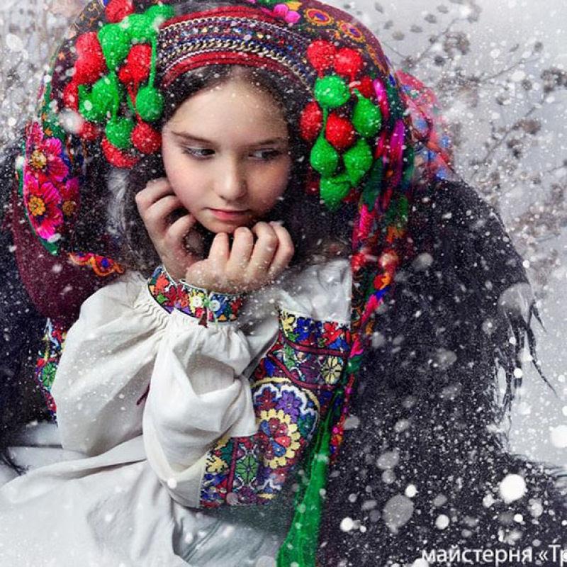 Mulheres modernas usando coroas tradicionais ucranianas dão um novo significado a uma antiga tradição 10