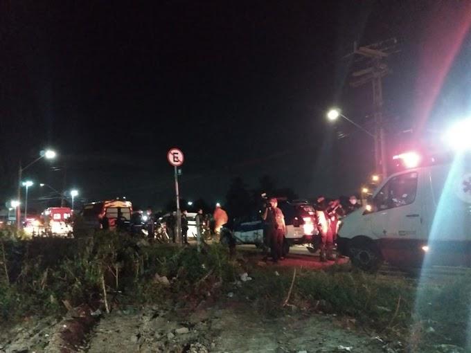 Veículo cai embaixo de ponte e motorista morre
