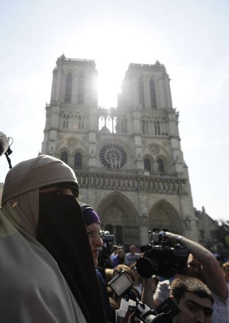 Tanto o niqab quanto a burca estão proíbidos