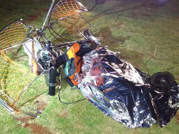 Paramotor caiu em Londrina nesta sexta-feira (8) (Foto: Leopoldo Karam/RPC)