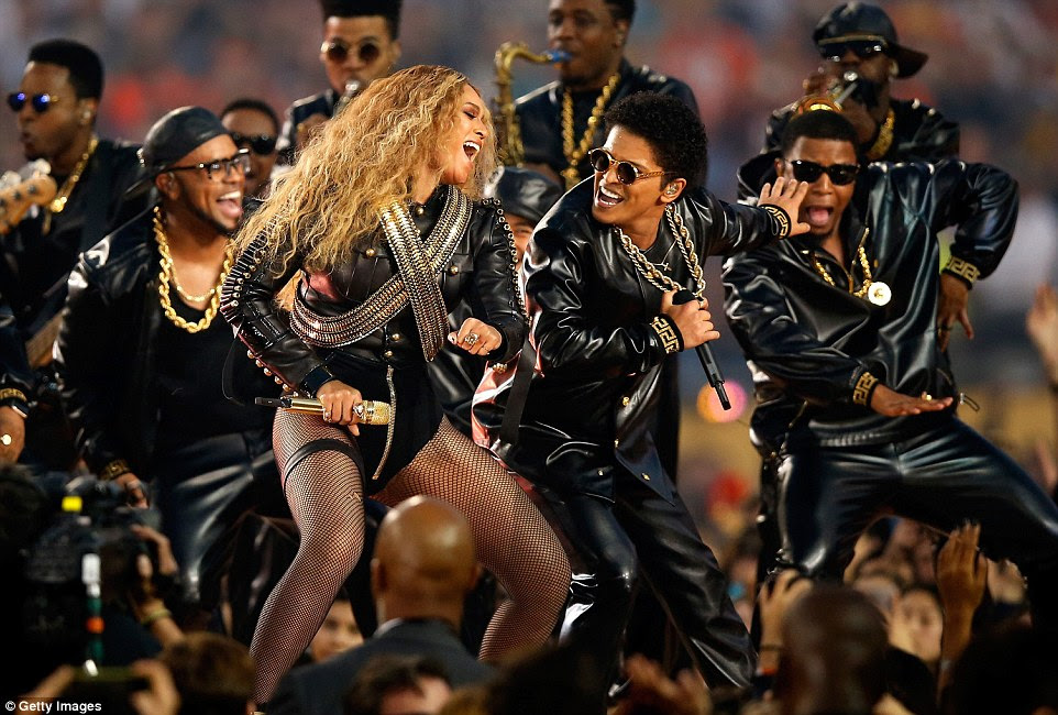 Masters of their craft: Beyonce and Bruno had a cute moment as they danced side-by-side