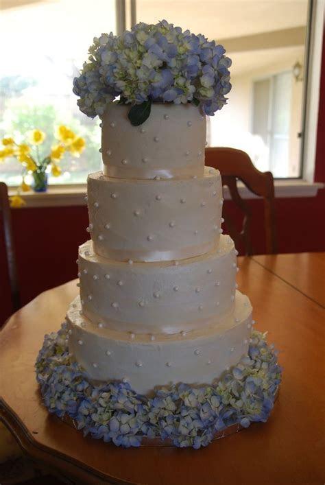 wedding cakes with hydragia   Hydrangea wedding cake