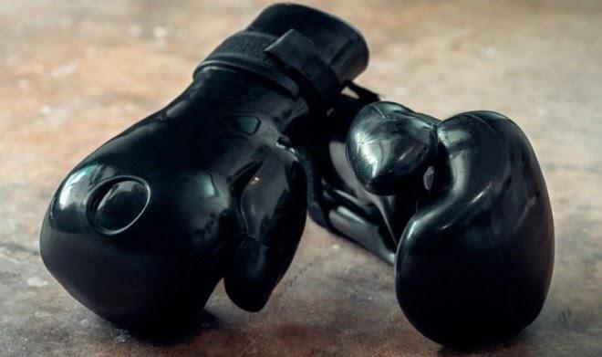 Боксерские перчатки с водой Aqua Boxing Glove с успехом заменят тренировочную грушу