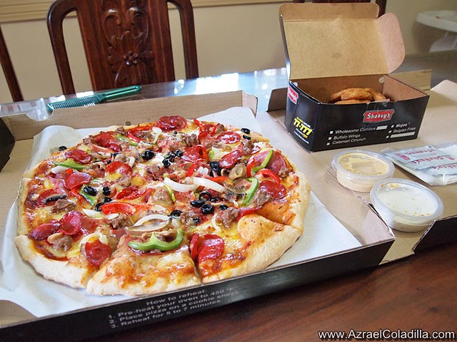 Shakey's Pizza -  belly buster and mojos - pic by Azrael Coladilla