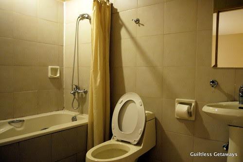 bathroom-gran-prix-hotel.jpg