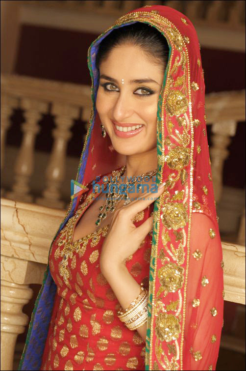 kareena kapoor hot bikini. Kareena Kapoor may be looking