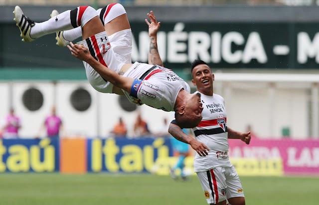 Nos acréscimos, São Paulo sai de Minas com a vitória.