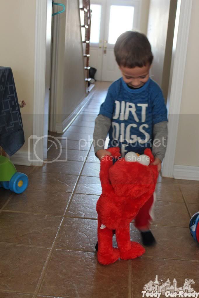 Big Hugs Elmo Teddy dance