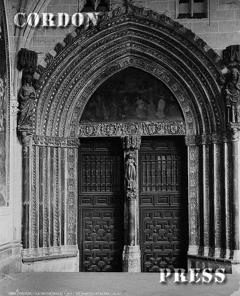 Puerta de Santa Catalina en el Claustro de la Catedral de Toledo hacia 1875-80. © Léon et Lévy / Cordon Press - Roger-Viollet