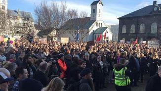 Concentració a Reykjavík contra la continuïtat del primer ministre islandès (@visitreykjavik)
