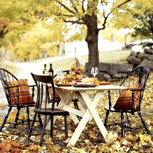 fall dining outdoors