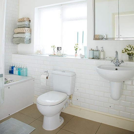 Traditional bathroom with white tiles | Decorating ...