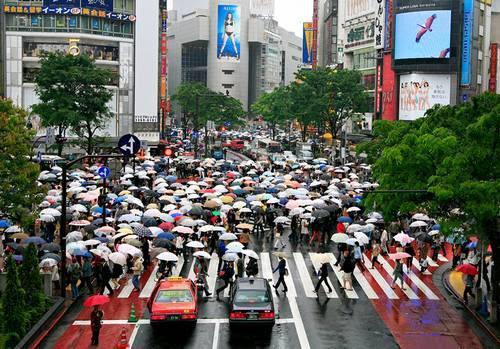 Um dia de chuva em shibuya, hora do rush