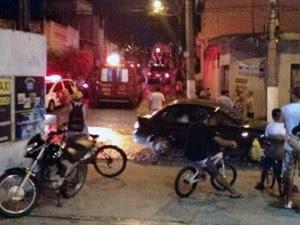 Homem é morto a tiros após briga  na Vila Formosa em Jacareí, SP (Foto: Rogério Alves/Vanguarda Repórter)